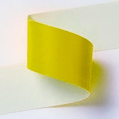 Striscia adesiva gialla per pavimento o altre superfici lisce.